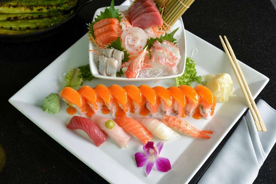 A sushi combination platter with salmon, tuna, hamachi,