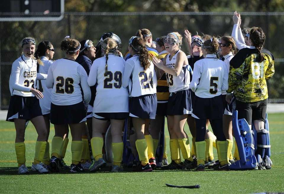 Massapequa celebrates their 6-0 win over Port Washington