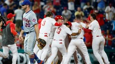 Mets first baseman Pete Alonso walks off the