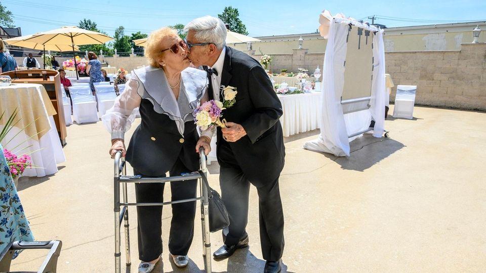 Former Hewlett residents Phillip and Margaret Falzone kiss