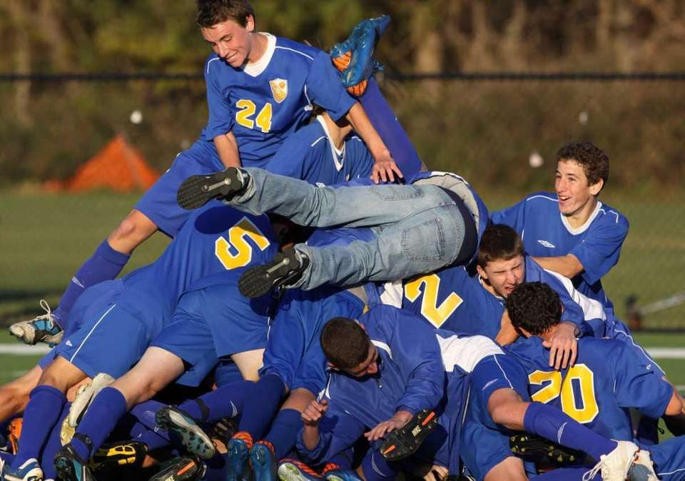 West Islip celebrates their victory over Half Hollow