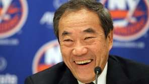 New York Islanders owner Charles Wang speaks to