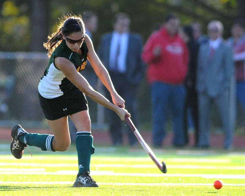Ward Melville's Vanessa Pryor passes downfield in the