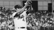 Mets pitcher Tom Seaver leaps to take a