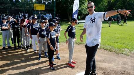 Young fans line up as Yankees manager Aaron