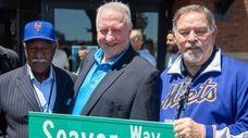 Former Mets players Cleon Jones, Jerry Koosman and