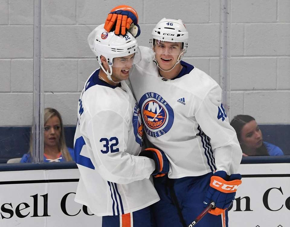 New York Islanders forward Oliver Wahlstrom, left, is