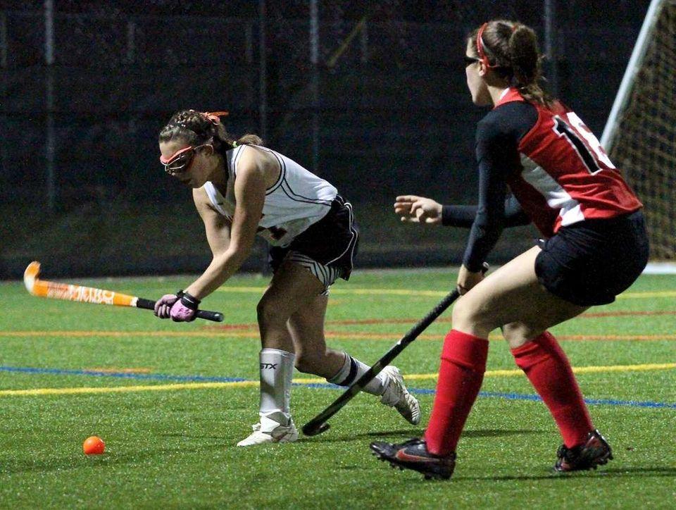 Babylon D Hannah Wyllie #7, clears the ball