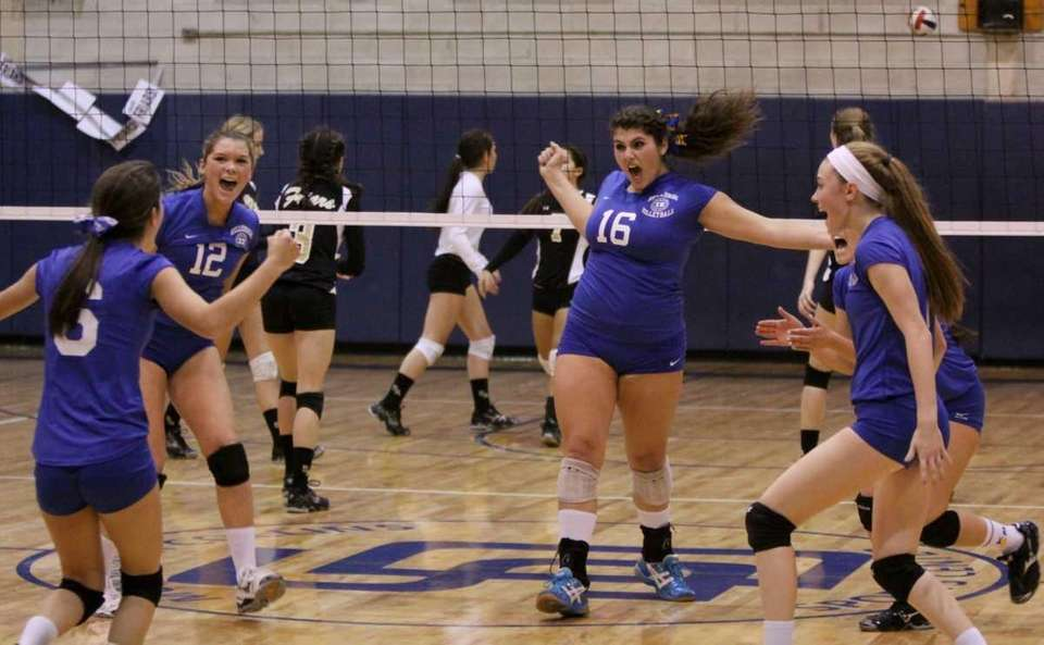 Kellenberg celebrates a point over St. Anthony's during