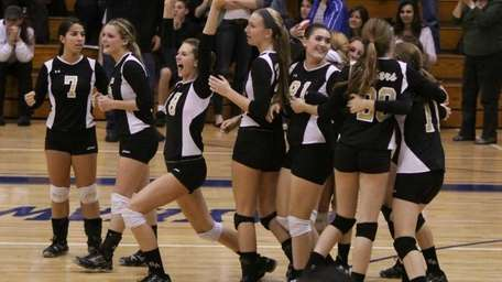 St. Anthony's celebrates their victory over Kellenberg during