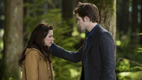 Kristen Stewart and Robert Pattinson in a scene