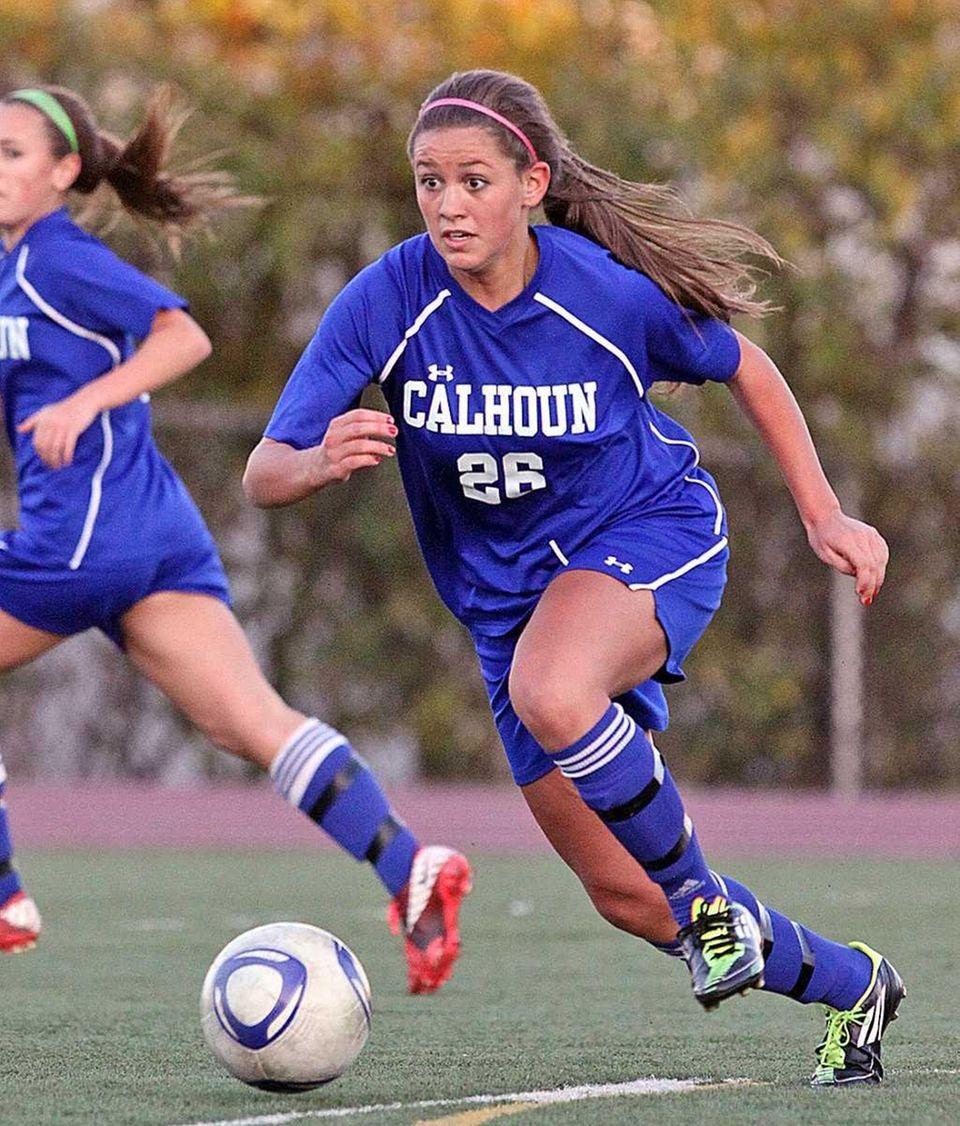 Calhoun's Michelle Iacono breaks upfield during the Nassau