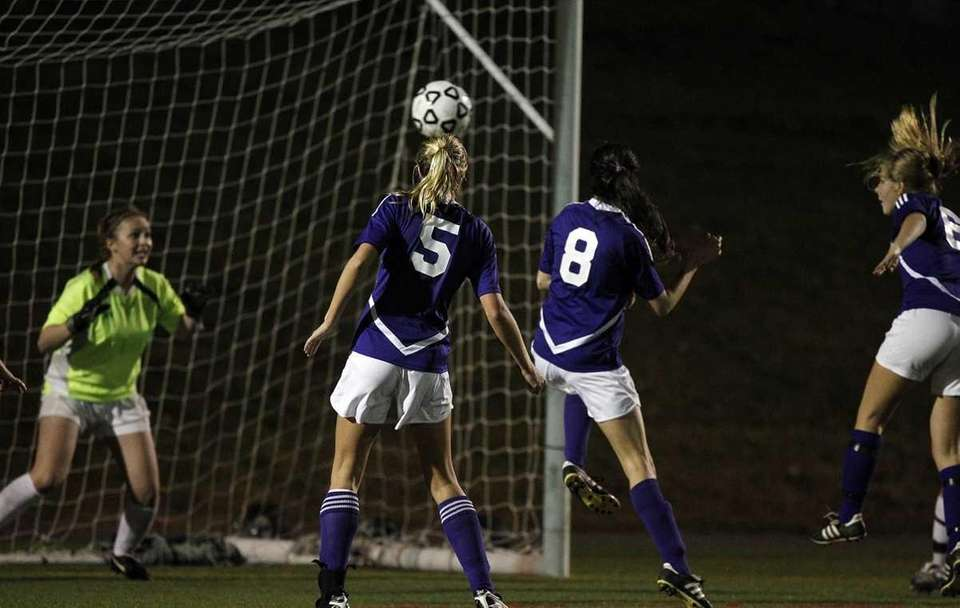 Islip's Lauren Sparks (6) heads the ball past