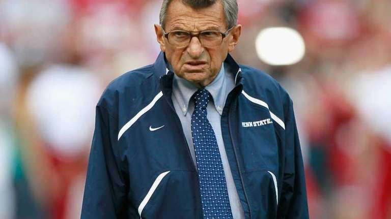 Head coach Joe Paterno of the Penn State