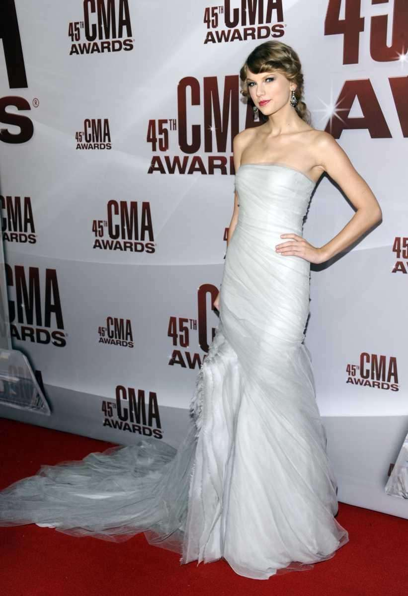 Taylor Swift arrives at the 45th Annual CMA