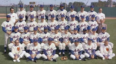 The 1969 Mets pose for a team photo.