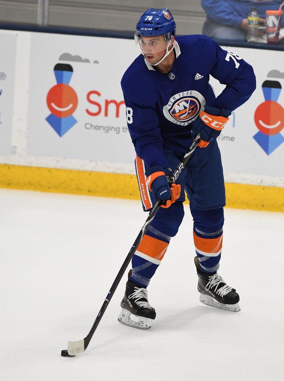 New York Islanders forward Sam Sternschein controls the
