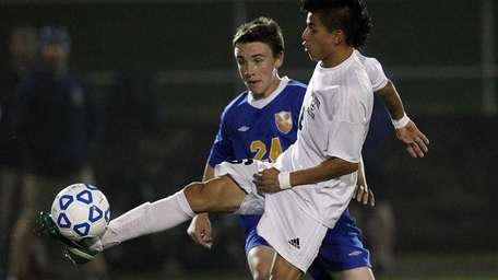 Brentwood's Ever Torres (6) controls a pass in