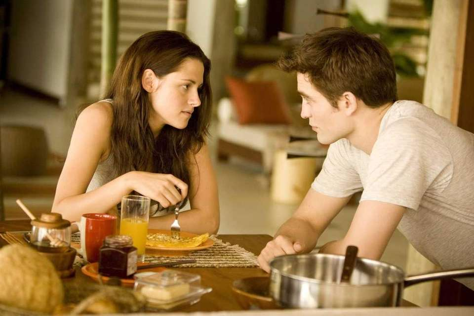 Kristen Stewart and Robert Pattinson star in