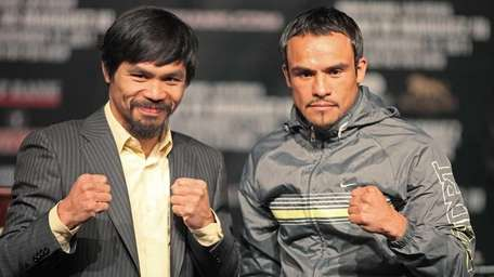 Welterweight champion Manny Pacquiao (L) of the Philippines