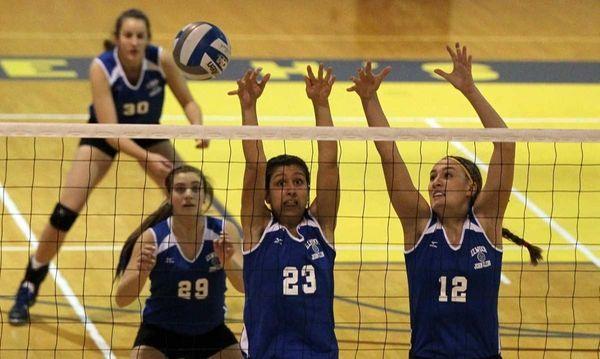 Melissa Rigo #12, Samantha Courbanou #23, Stephanie Viteritti