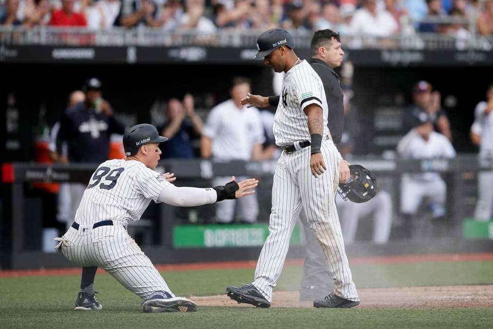 Yankees' Aaron Judge, left, and Aaron Hicks celebrate