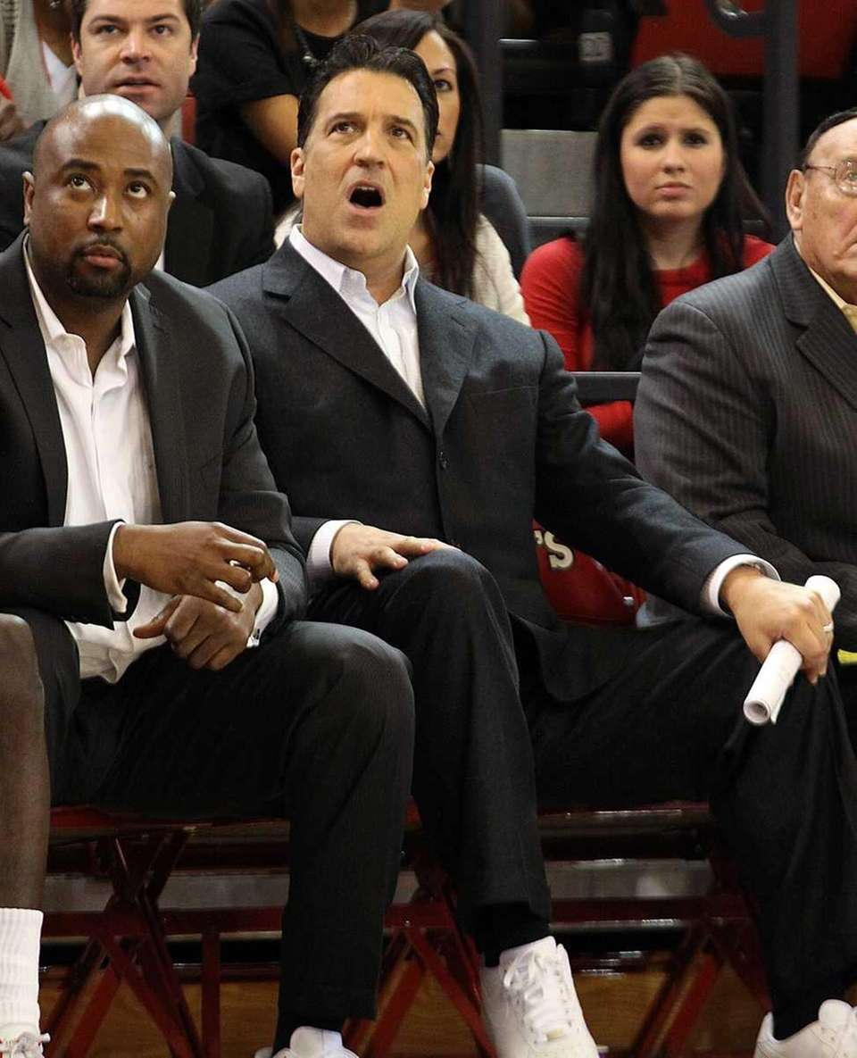 St. John's Steve Lavin on the bench against