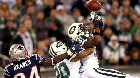 Antonio Cromartie of the New York Jets misses