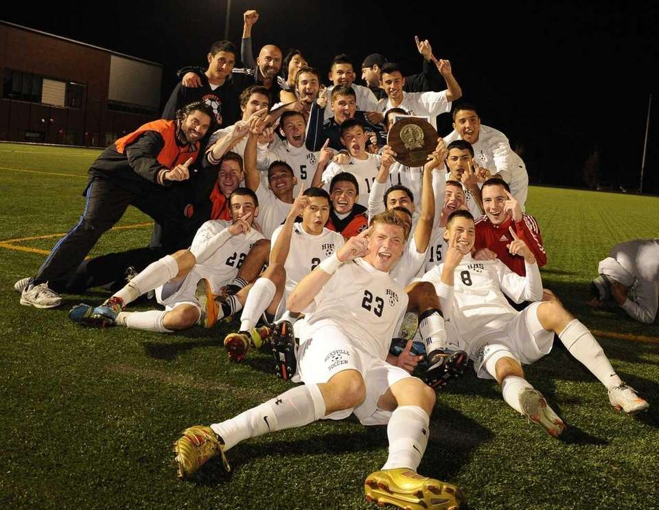Hicksville celebrates their 2-0 victory over Brentwood for