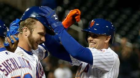 Pete Alonso #20 of the Mets celebrates his