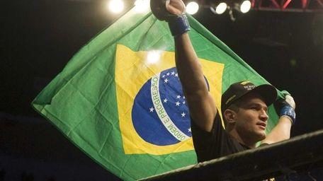 Junior Dos Santos holds up a Brazilian flag