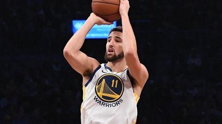 Warriors guard Klay Thompson shoots a three-point basket