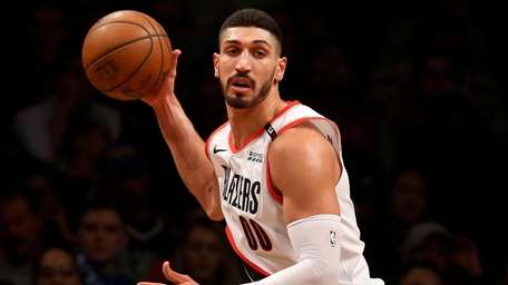 Enes Kanter controls the ball in the second