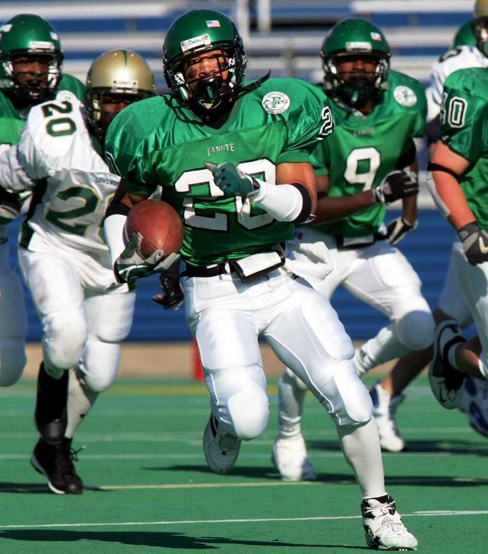LONGEST KICKOFF RETURN: 90 YARDS Charles Ross, Farmingdale