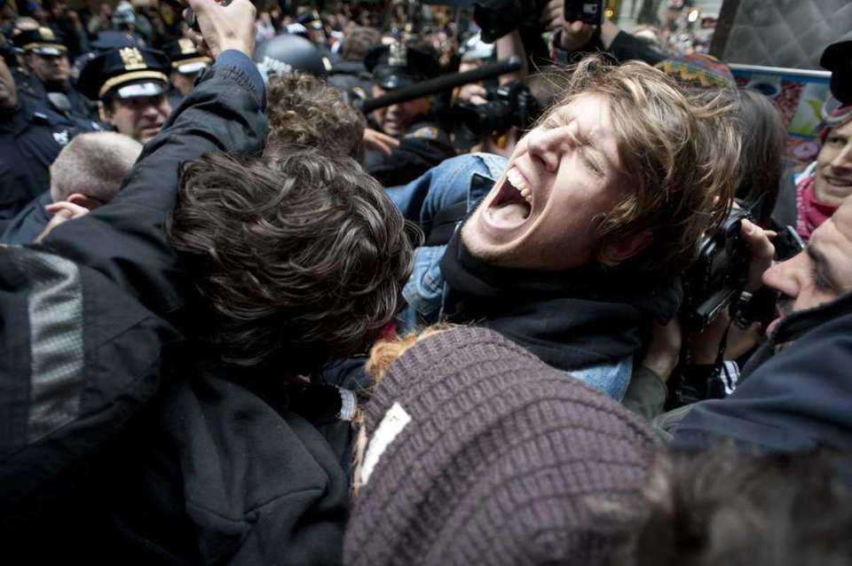 Police arrest Occupy Wall Street demonstrators as they