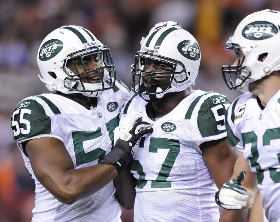 New York Jets inside linebacker Bart Scott (57)