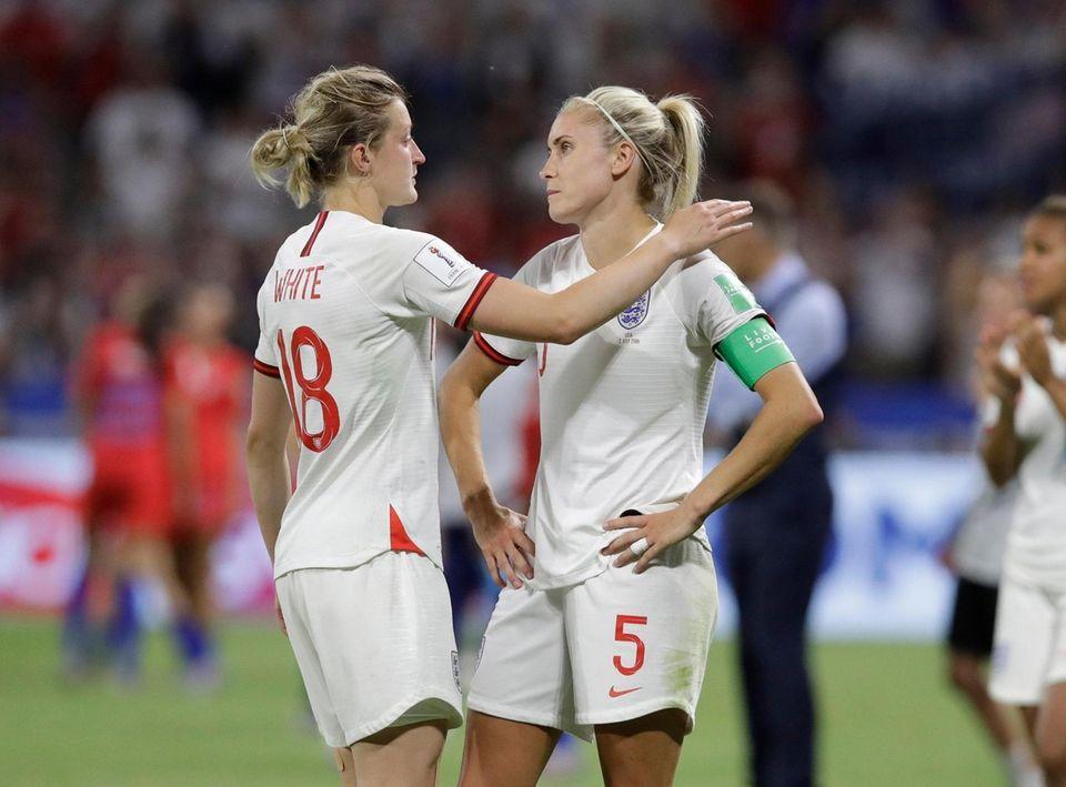 England's Ellen White, left, hugs England's Steph Houghton