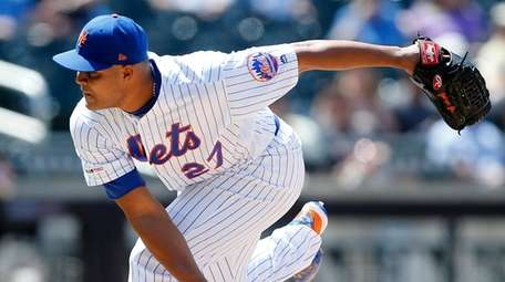 Mets pitcher Jeurys Familia delivers during the ninth