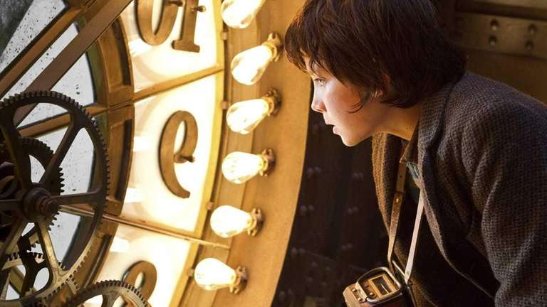 Asa Butterfield plays Hugo Cabret in