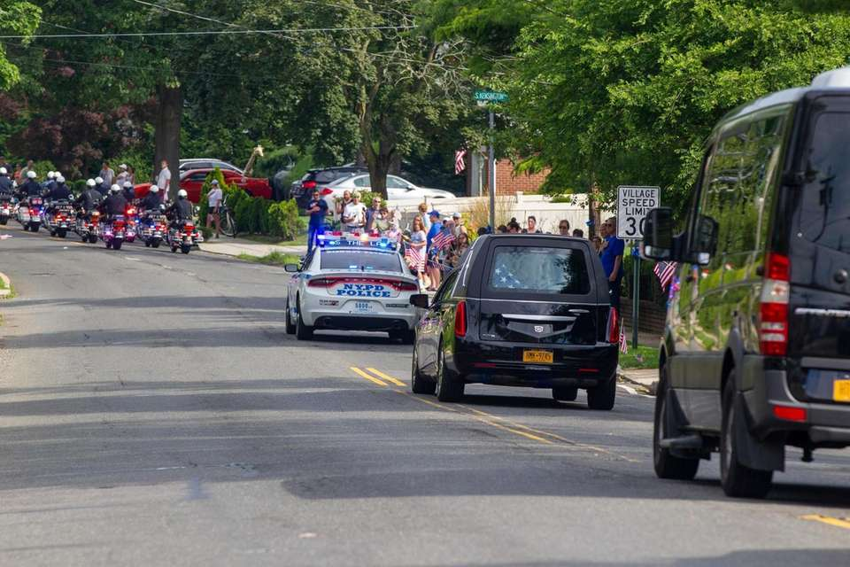 Residents line Lincoln Ave. as the casket for