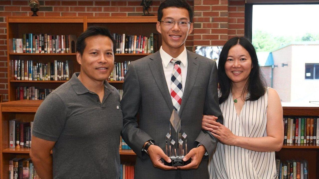 Newsday's Gregg Sarra presentedMount Sinai High School's Kenneth