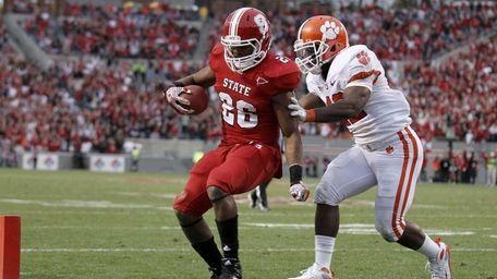 North Carolina State's Tony Creecy runs into the