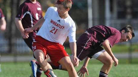 Wheatley's Jonathan Kowalczyk (21) changes directions with the