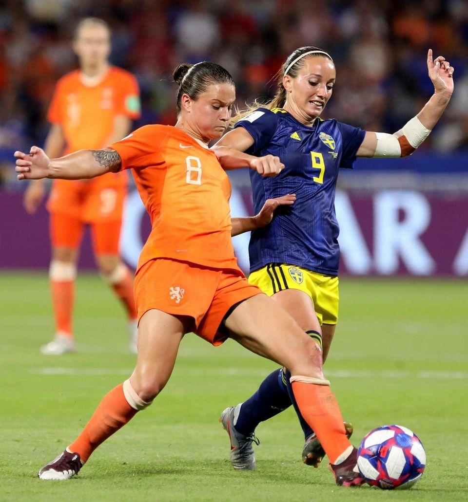 Netherlands' Sherida Spitse, left, challenges Sweden's Kosovare Asllani,
