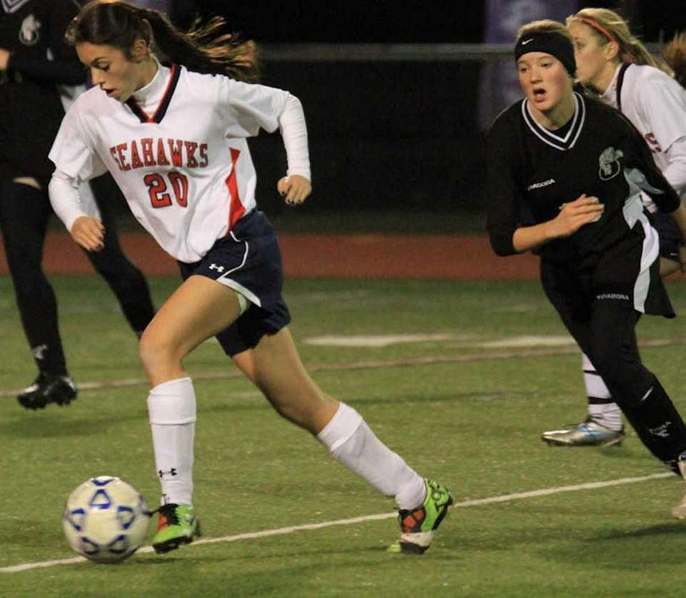 Cold Spring Harbor's #20 Isabelle Harouche runs past