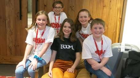 Singer Maisie Peters, center, with Kidsday reporters Courtney