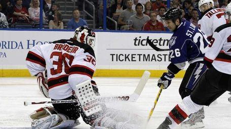 New Jersey Devils goalie Martin Brodeur (30) makes