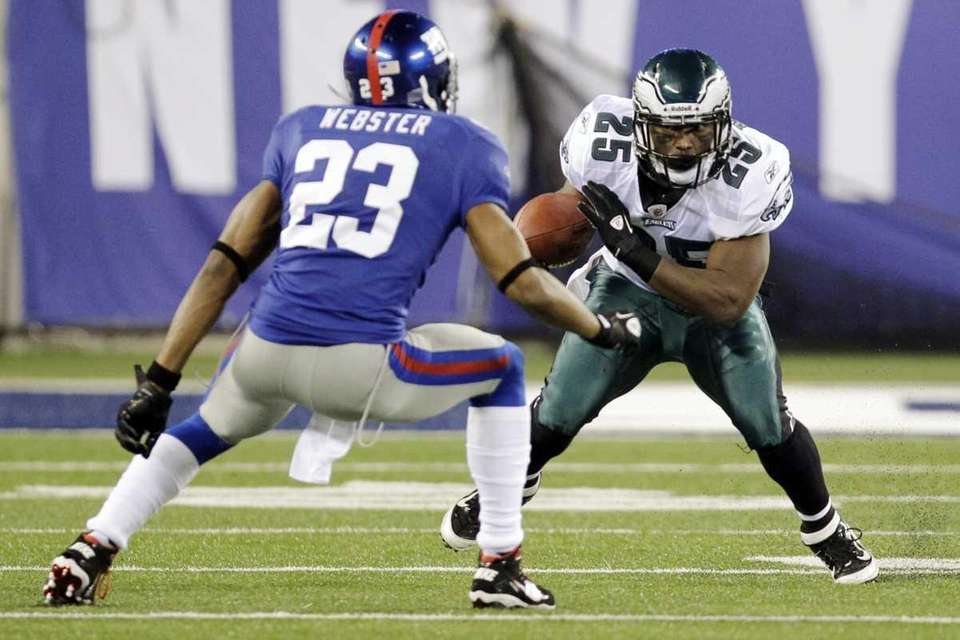 Philadelphia Eagles running back LeSean McCoy (25) avoids