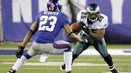 Philadelphia Eagles running back LeSean McCoy (25) avoids