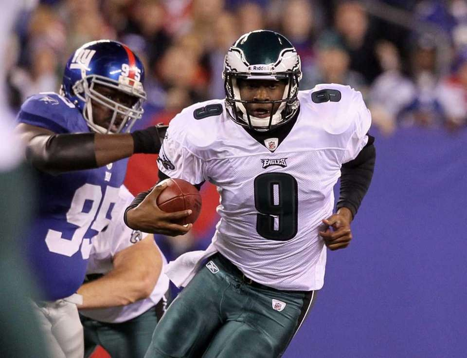 Quarterback Vince Young #9 of the Philadelphia Eagles